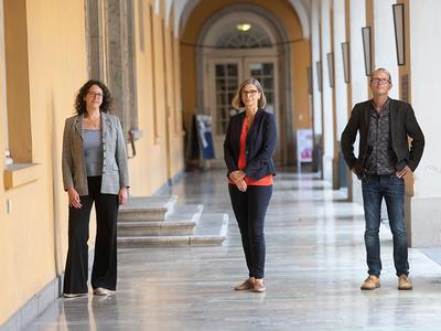 (v.l.) ... besteht aus Prof. Dr. Astrid Kiendler-Scharr, Prof. Dr. Susanne Crewell und Prof. Dr. Jürgen Kusche. (© Foto: Barbara Frommann / Uni Bonn)