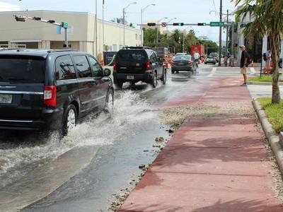 """Lästige Überschwemmungen: Blauer Himmel, ruhige Wetterverhältnisse – und dennoch überschwemmte Straßen: Diese Kombination ist für die immer häufiger auftretenden """"nuisance floodings"""" typisch."""