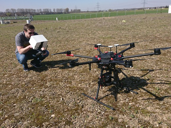 Right click to download: Mit der Drohne ins Feld